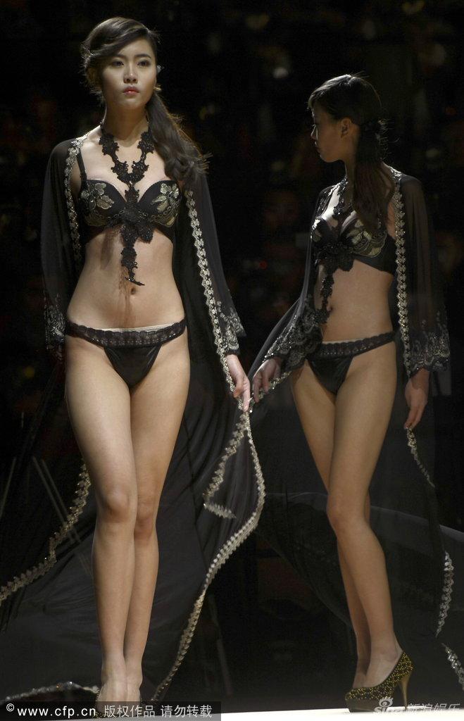 Mujeres en ropa interior transparente - 1 1