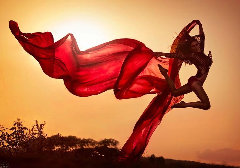 Im Genes Perfectas De Mujeres Lindas Bailando En La Naturaleza