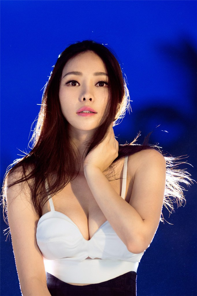 Liu Yan, presentadora china con pechos más grandes_Spanish ...