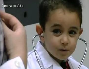 Camara oculta a los niños en la consulta médica
