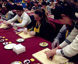 Los extranjeros aprenden a preparar un banquete imperial de China