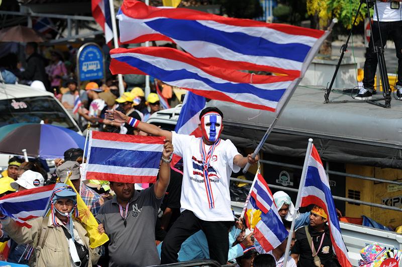 Primera Ministra tailandesa disuelve el Parlamento y llama a elecciones