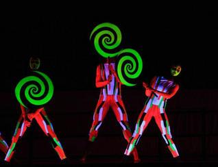 Representación de danza moderna por compañía estadounidense en Kunming