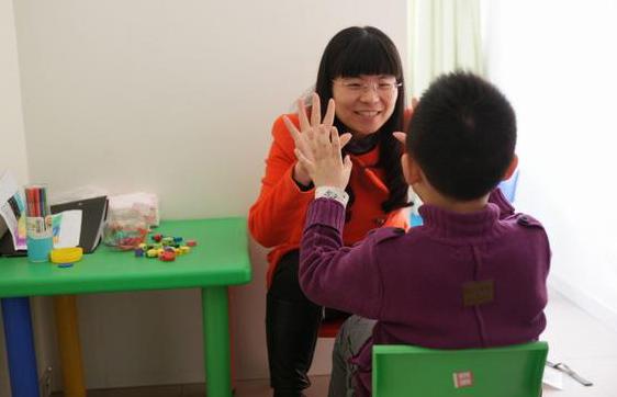 Du Jiamei: llevar esperanzas a familias con hijos autistas