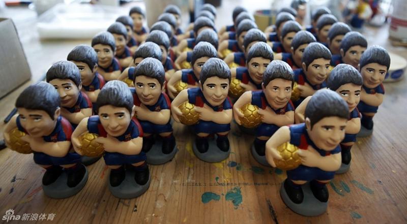 Estrellas futbolistas del Barcelona y Real Madrid no pueden evitar de ser Caganers1