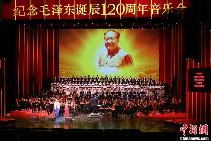 China conmemora aniversario de natalicio de Mao con libros y videos