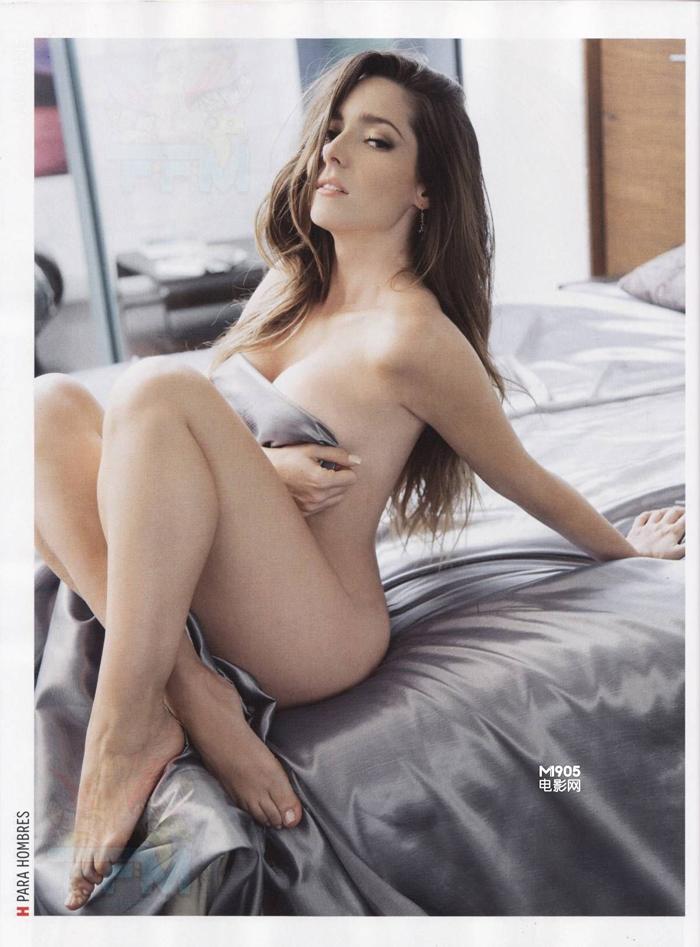 Ariadne Diaz muestra sus curvas sensuales para la cámara 3