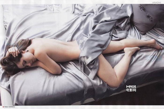 Ariadne Diaz muestra sus curvas sensuales para la cámara 5