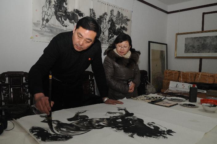 Zichuan recibe el año nuevo lunar con pinturas temáticas del caballo