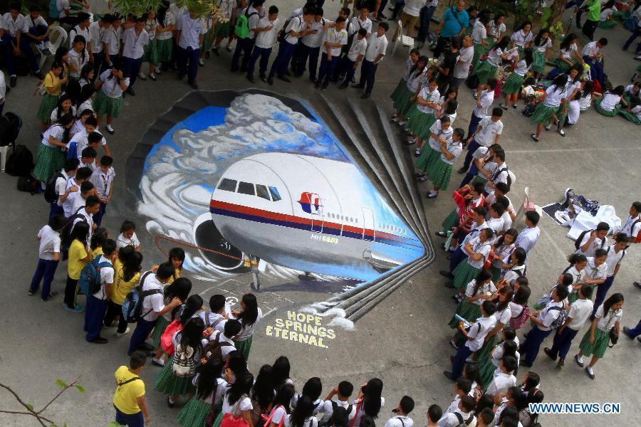 Artista crea un graffiti en 3D para rezar por el avión desaparecido MH370