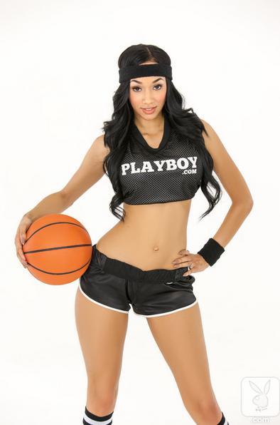 Tres modelos de PLAYBOY se desnudan con baloncesto_Spanish.china.org ...
