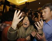 La reacción de los familiares de los pasajeros del vuelo de Malaysia Airlines