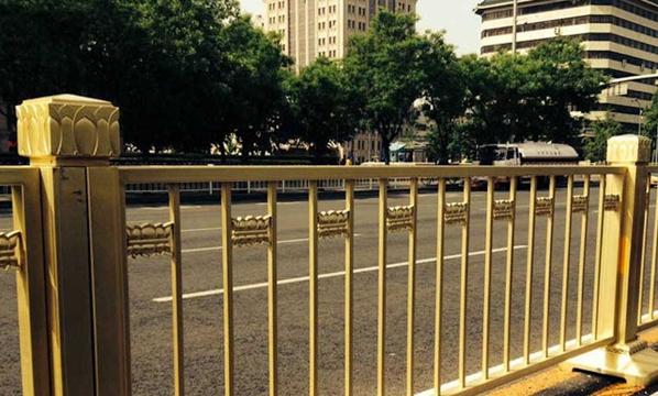 Instaladas nuevas barreras de seguridad en la Avenida Chang'an