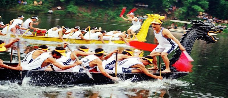 Carreras de barcos de dragón y 'zongzi' en el festival de Duanwu