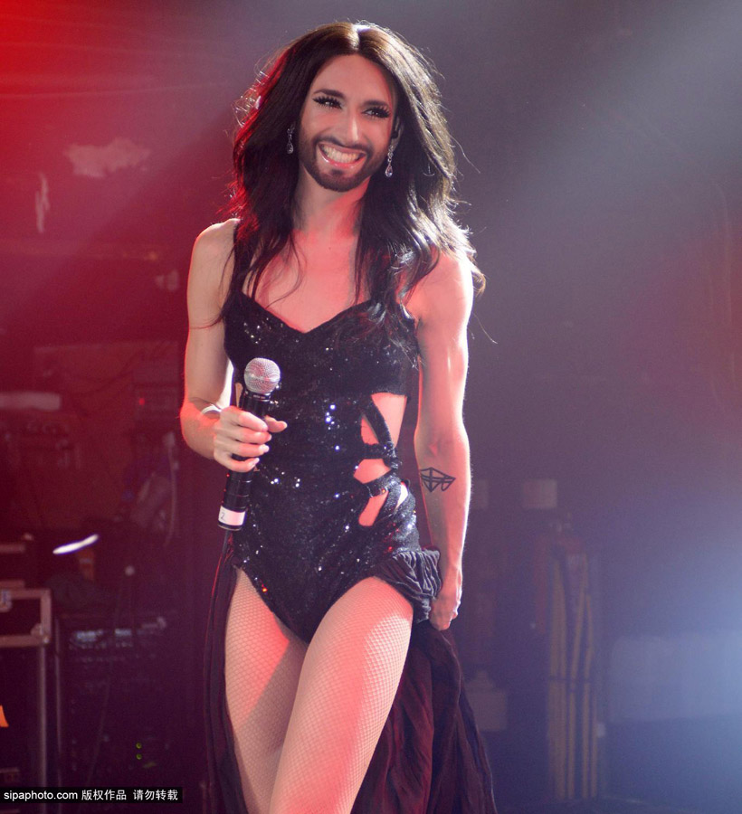 Mujer barbuda Conchita Wurst canta en Londres_Spanish.china.org.cn ...: spanish.china.org.cn/txt/2014-05/26/content_32493725_4.htm