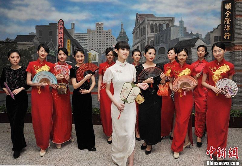 Shanghái celebra sus vestidos tradicionales