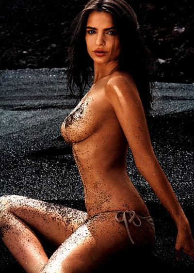 Emily Ratajkowski La Modelo Británico Estadounidense Se Desnuda En