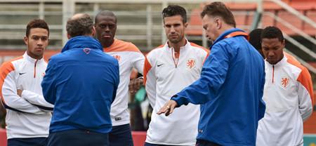 Van Gaal duda de De Jong y Vlaar para semifinal con Argentina