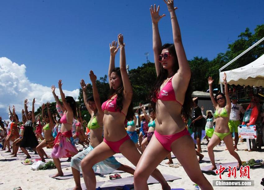 Desnudas y cachondas en la playa  Mujeres Sexis