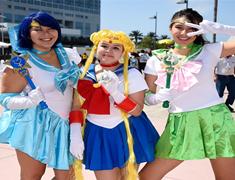 Superhéroes y celebridades 'dibujan' la Comic-Con 2014