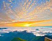 Hermoso paisaje otoñal de la montaña Wuling