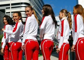 Hermosas rusas muestran su belleza exótica en la Carrera F1