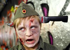 Increíbles disfraces por la calle de Londres en el Día Mundial del Zombie