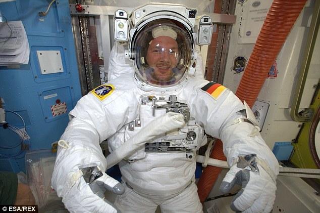 Espectaculares selfie de un astronauta en el espacio 2