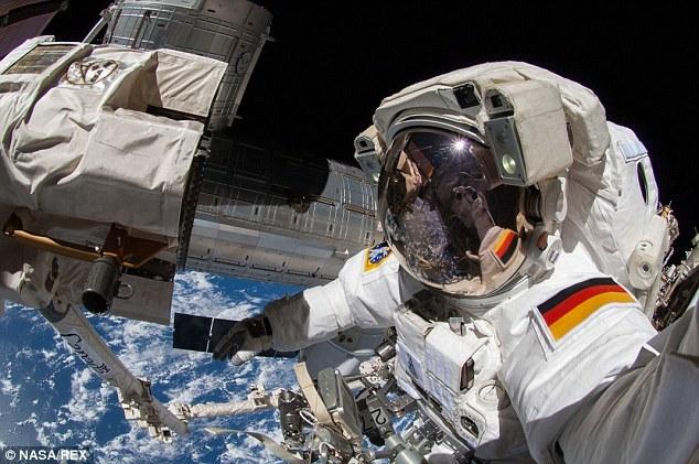 Espectaculares selfie de un astronauta en el espacio 5