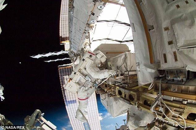 Espectaculares selfie de un astronauta en el espacio 11