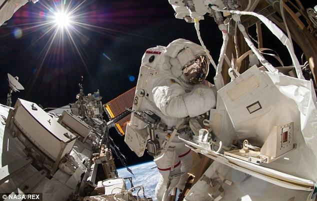 Espectaculares selfie de un astronauta en el espacio 22