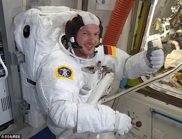Espectaculares selfie de un astronauta en el espacio 33