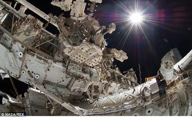 Espectaculares selfie de un astronauta en el espacio 44