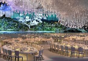Boda de ensueño adornada con 65 mil piezas de cristal