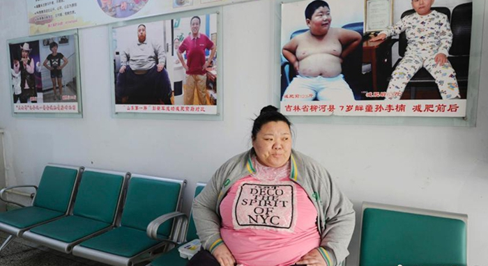 Mujer de 219 kilos lucha contra el sobrepeso
