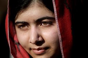 Exhibirán por primera vez el uniforme escolar ensangrentado de Malala