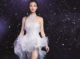 Bella zctriz china destaca su elegancia