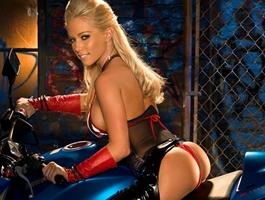 Chicas de Playboy lucen sus sexys curvas