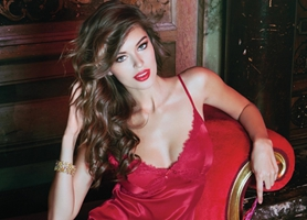 Supermodelos interpretan la sensualidad navideña