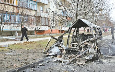Un conductor graba un bombardeo que acabó con la vida de 30 personas en Ucrania