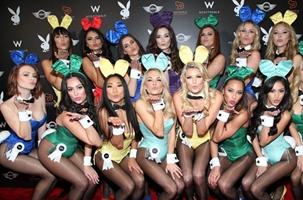 Conejitas guapas participan en la fiesta del 'Super Bowl'