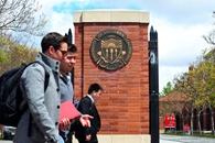 Automóvil impacta peatones en universidad estadounidense, estudiante china se encuentra en condición crítica