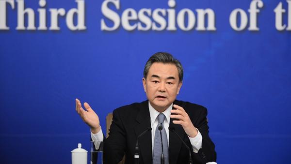 Momentos de la rueda de prensa del canciller chino