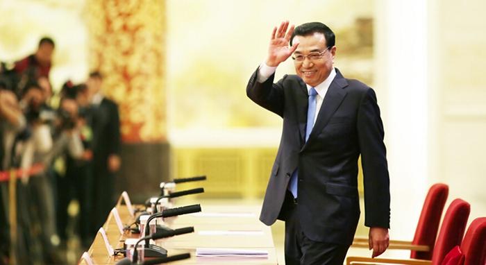 Primer ministro Li Keqiang celebra una reunión con la prensa