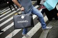 Chanel planea reducir sus precios en China