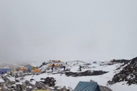 Una avalancha en el Everest sepulta a varios alpinistas