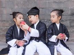 Los daoistas más simpáticos disfrazados por tres niños