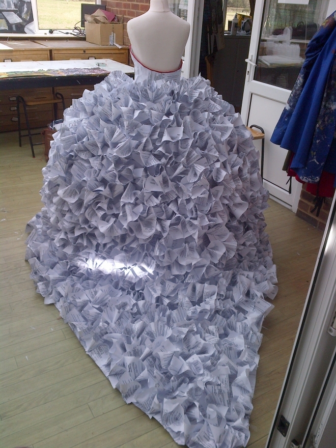 Do it yourself vestidos de novia hechos con materiales for Usable things made from recycled materials