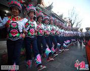 """Danza a pie izquierdo"" de la etnia yi de la prefectura Chuxiong de Yunnan"