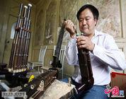 La producción a mano del instumento musical sheng
